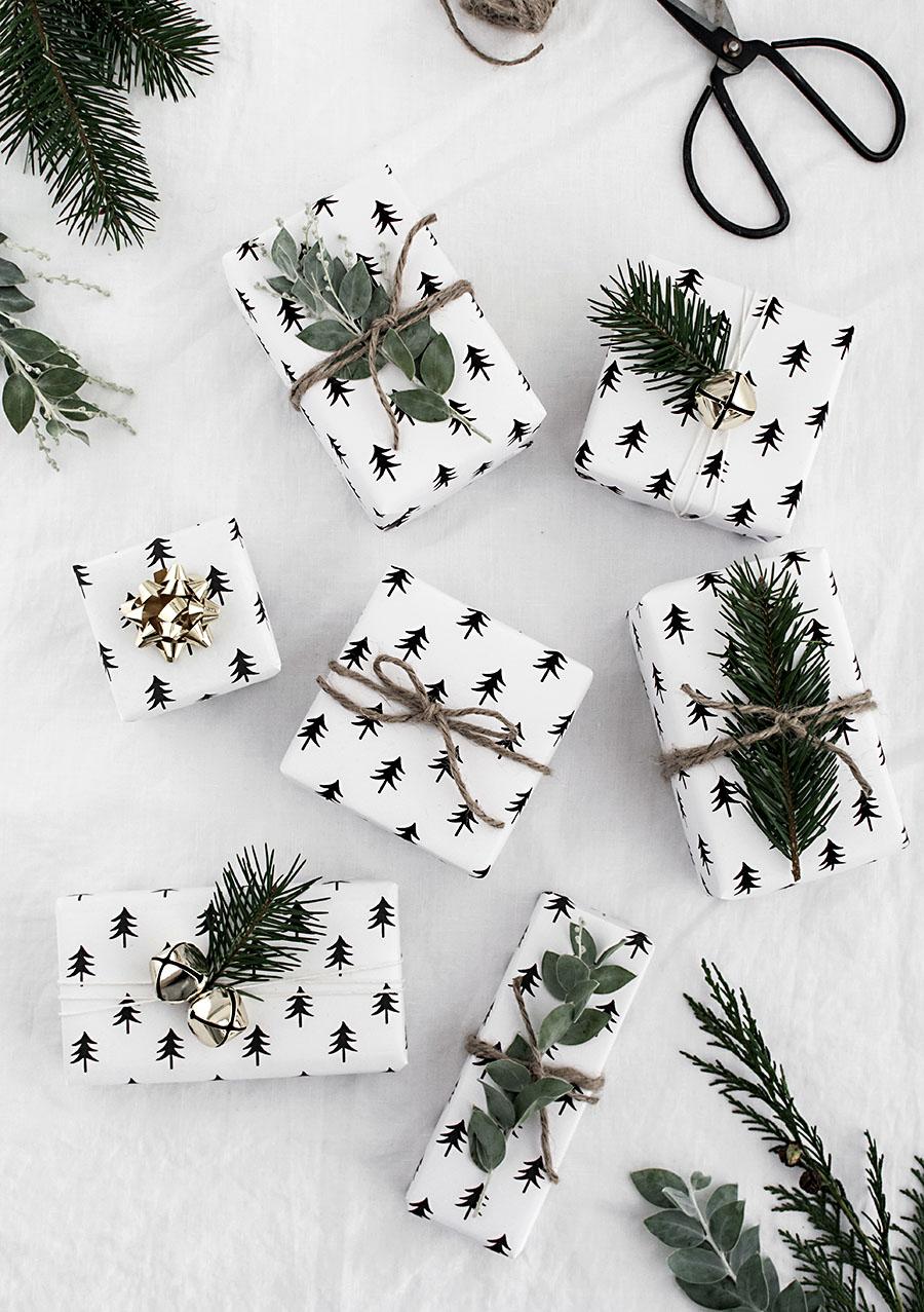 Free-printable-Christmas-tree-wrapping-paper.jpg